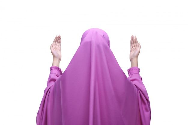 Asiatische moslemische frau der hinteren ansicht mit schleier betend