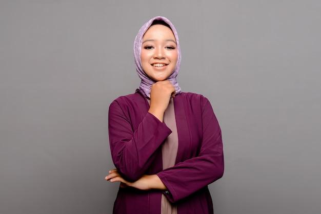 Asiatische muslimische frau mit hijab