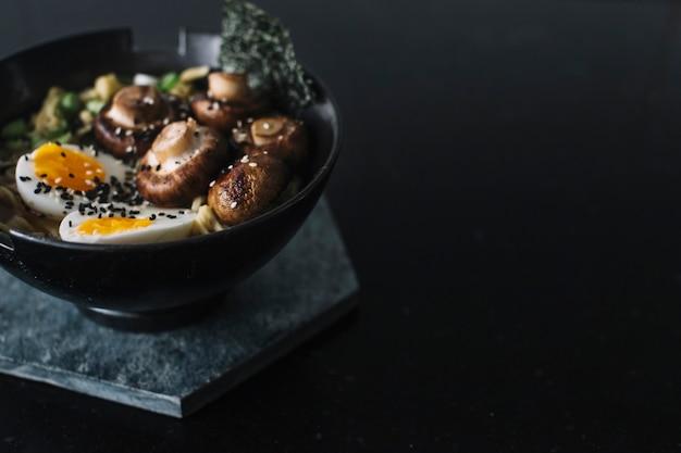 Asiatische nudeln kochen