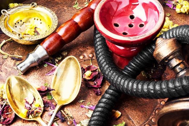 Asiatische tabakhuka mit blumenteearoma