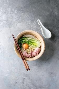 Asiatische udon-nudeln