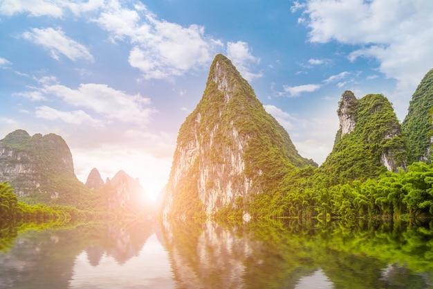 Asiatische wasserlandschaft landschaft reisekoffer