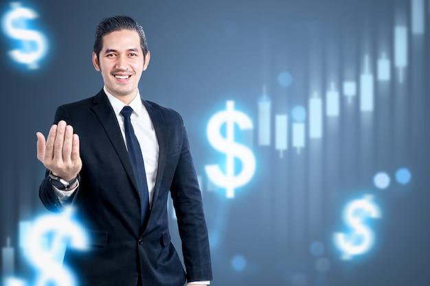 Asiatischer geschäftsmann, der mit virtuellem balkendiagramm des dollars steht. digitales marketingkonzept