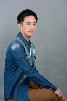 Asiatischer junger mann des porträts, jugendlicher,