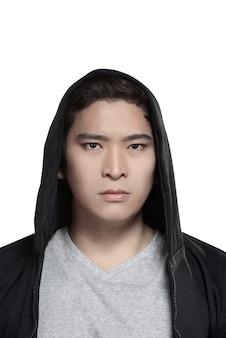 Asiatischer mann im hoodiehemd
