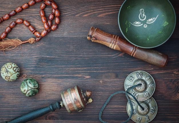 Asiatischer religionsgegenstand mit gesangdarm