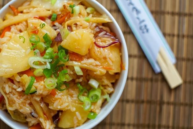 Asiatisches essen in einem restaurant