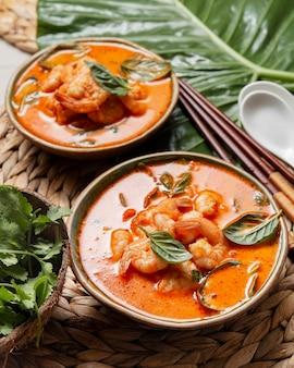 Asiatisches essen mit hohen winkeln