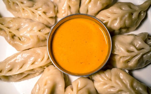 Asiatisches fast food würzig leckere knödel in kathmandu nepal