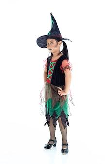 Asiatisches kleines mädchen, das halloween-kostüm trägt
