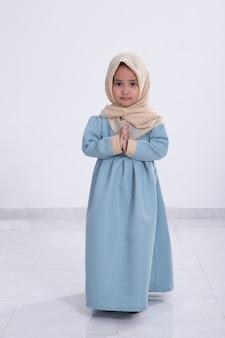 Asiatisches muslimisches kleines mädchen