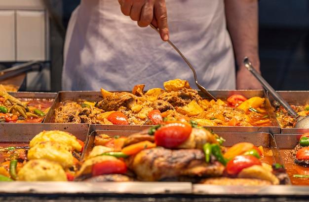 Asiatisches street food, orientalisches essen