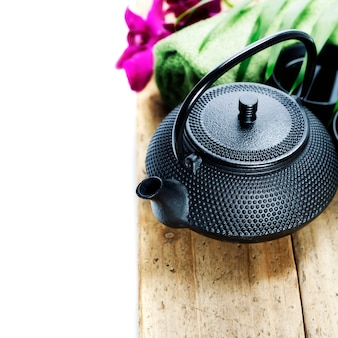 Asiatisches teeservice und spa-einstellungen