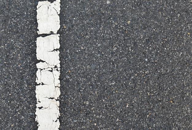 Asphaltstraße textur mit weißem streifen