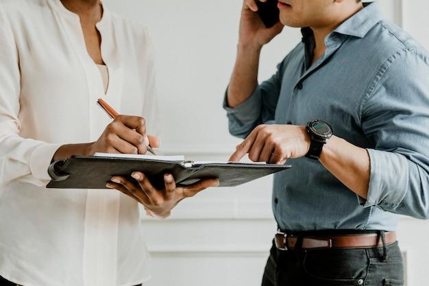 Assistentenplanung auf einem tagesplaner