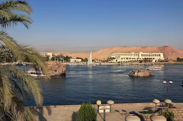 Assuan stadt in ägypten am nil