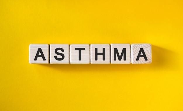 Asthma - text auf holzwürfeln und gelb