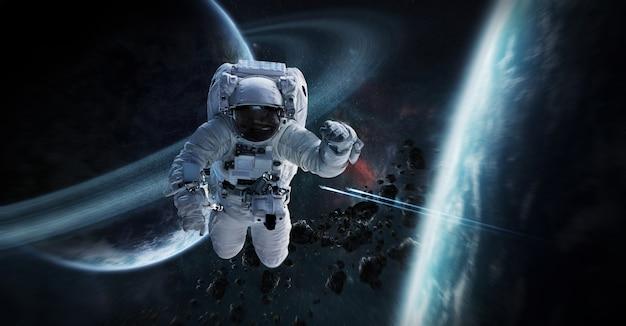 Astronaut, der in wiedergabeelemente des raumes 3d schwimmt