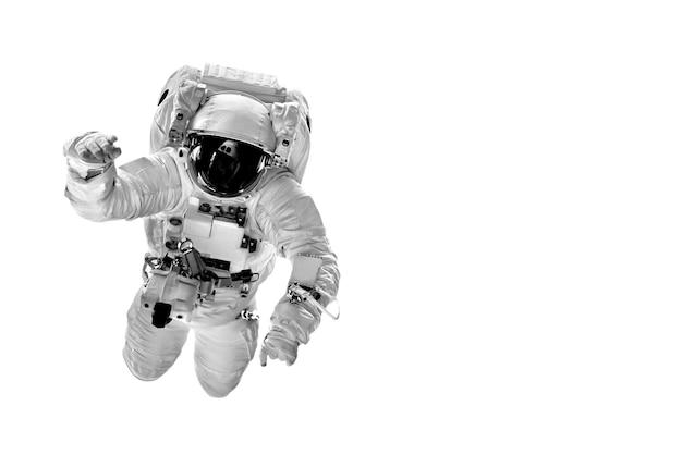 Astronaut fliegt im weltraum über die erde.