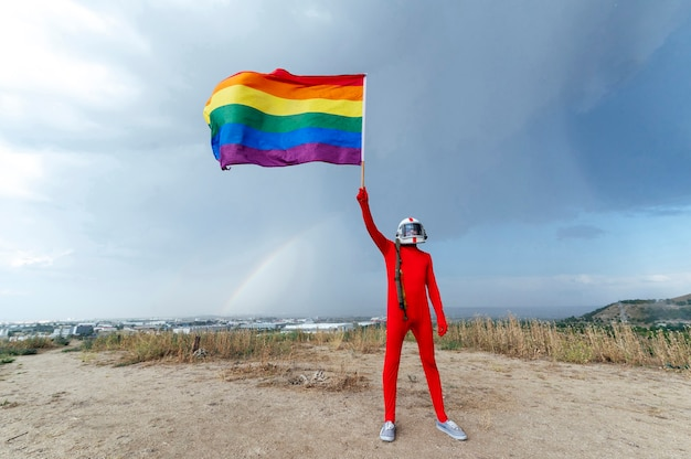 Astronaut mit lgbt-flagge - gay pride lgbt.madrid.spain