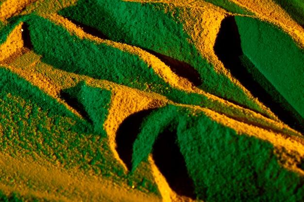 Asymmetrische dünen in goldenen tönen