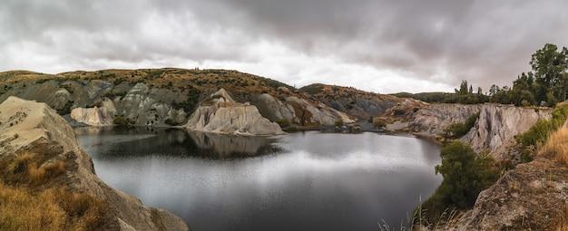 Atemberaubende aussicht auf die st-bathans in südinsel, neuseeland