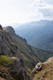 Atemberaubende aussicht auf wunderschöne berge