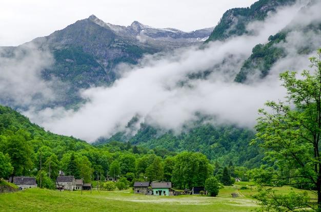 Atemberaubende landschaft mit herrlichem blick auf die landschaft