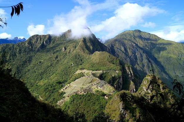 Atemberaubende luftaufnahme der inka-zitadelle machu picchu, gesehen vom huayna picchu berg, cusco region, peru