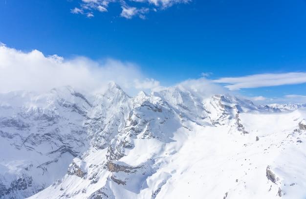 Atemberaubender panoramablick auf die schweizer alpen vom gipfel des schilthorns in der jungfrauregion des landes