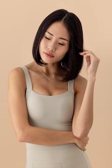 Atemberaubendes asiatisches frauenmodellporträt