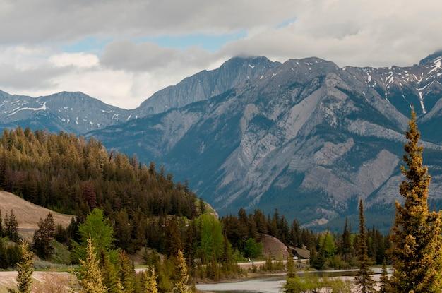 Athabasca-fluss, jasper national park, alberta, kanada