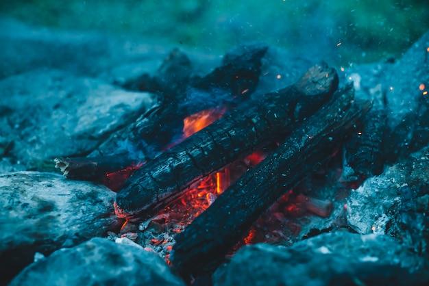Atmosphärisches lagerfeuer.