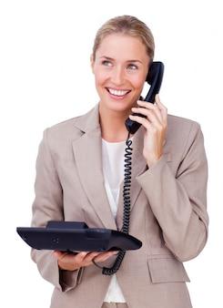 Attraktive geschäftsfrau am telefon