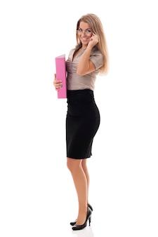 Attraktive geschäftsfrau mit dokumenten