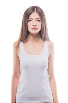 Attraktive junge brunettefrauenaufstellung.
