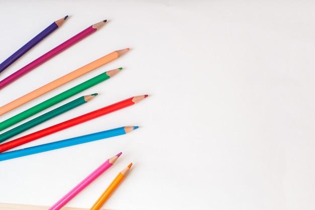 Attrappe, lehrmodell, simulation. leere leere seite zum schreiben mit farbstiften