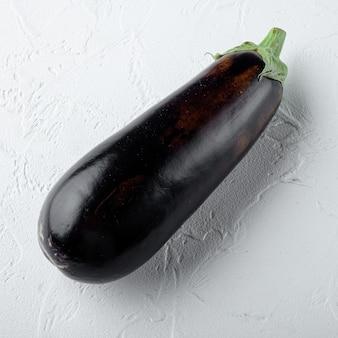 Aubergine, aubergine bio reifes ganzes gemüse