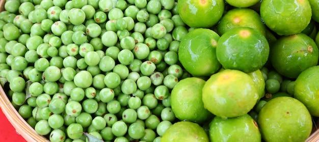 Aubergine und zitrone