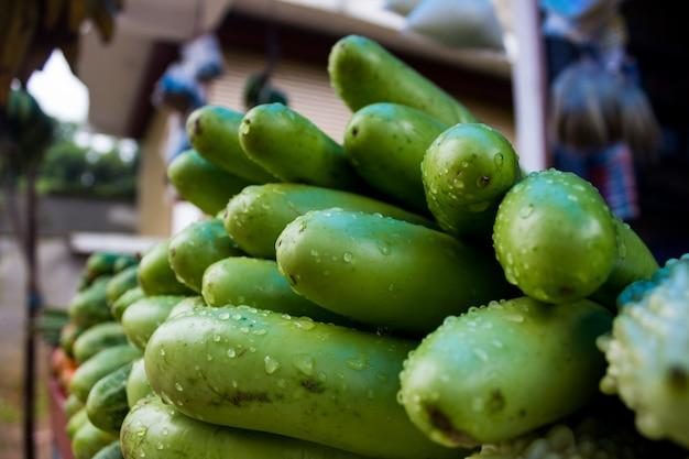 Auberginen in einem markt in indien