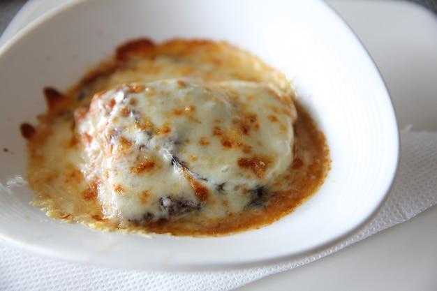Auberginen-lasagne italienisches essen
