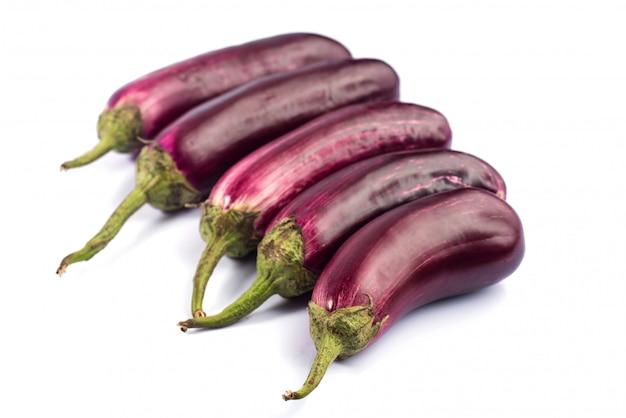 Auberginen- oder auberginen- oder auberginengemüse isoliert.