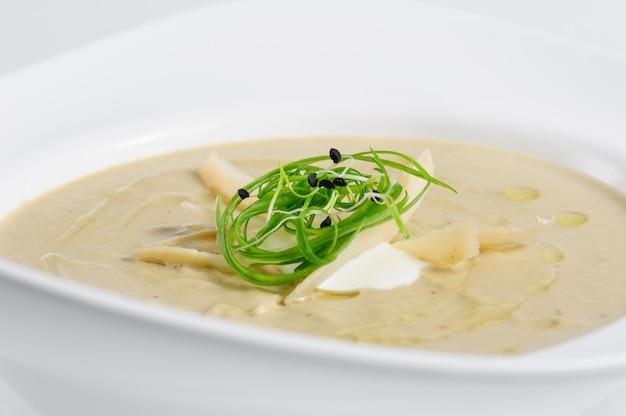 Auberginencremesuppe mit parmigiano
