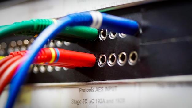Audio-batchbay mit symmetrischen patch-anschlüssen des typs a professionelles studio