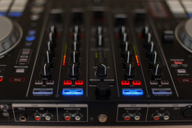 Audio-controller. mixer für dj