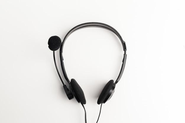 Audio-headset auf dem tisch