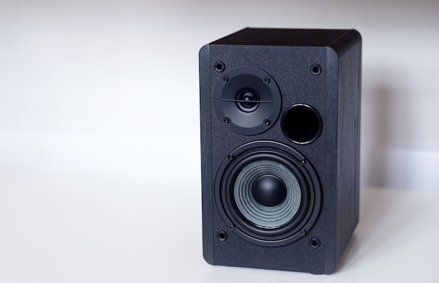 Audio-lautsprecher im klassischen design