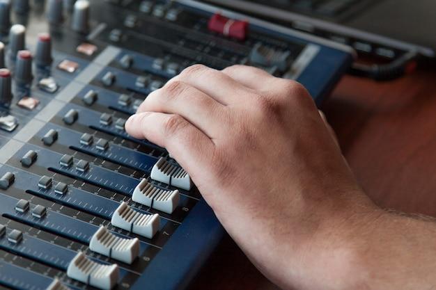 Audio-mixer von hand einstellen