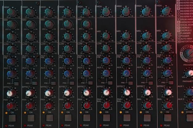 Audio-sound-mixer, nahaufnahme und draufsicht