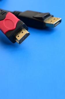 Audio-video-hdmi-computerkabelstecker und vergoldeter 20-poliger displayport-stecker
